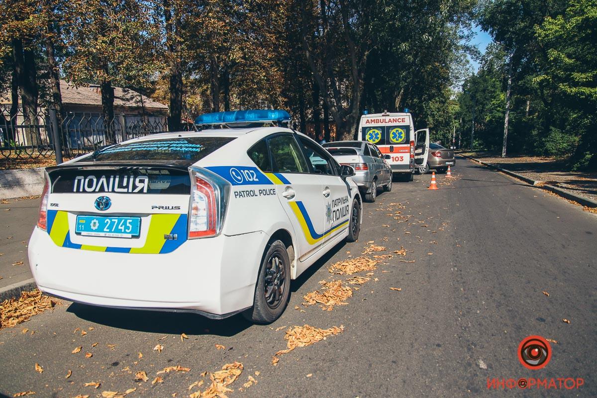 В Днепре столкнулись автомобиль и скорая
