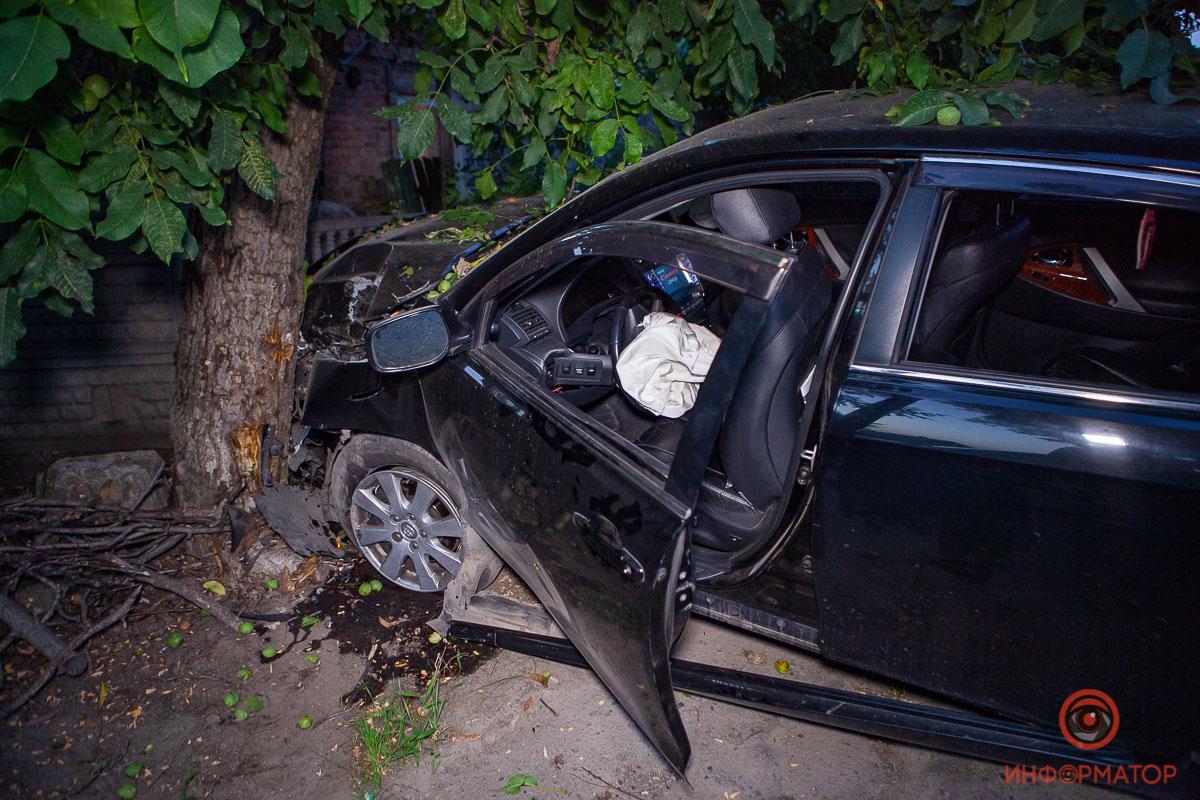 Виновный бросил машину и раненую пассажирку на месте аварии. Новости Днепра