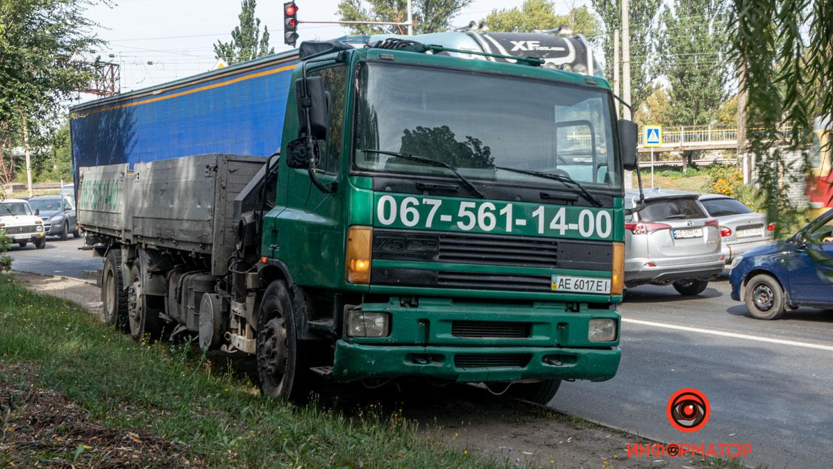 В Днепре грузовик столкнулся с машиной. Новости Днепра
