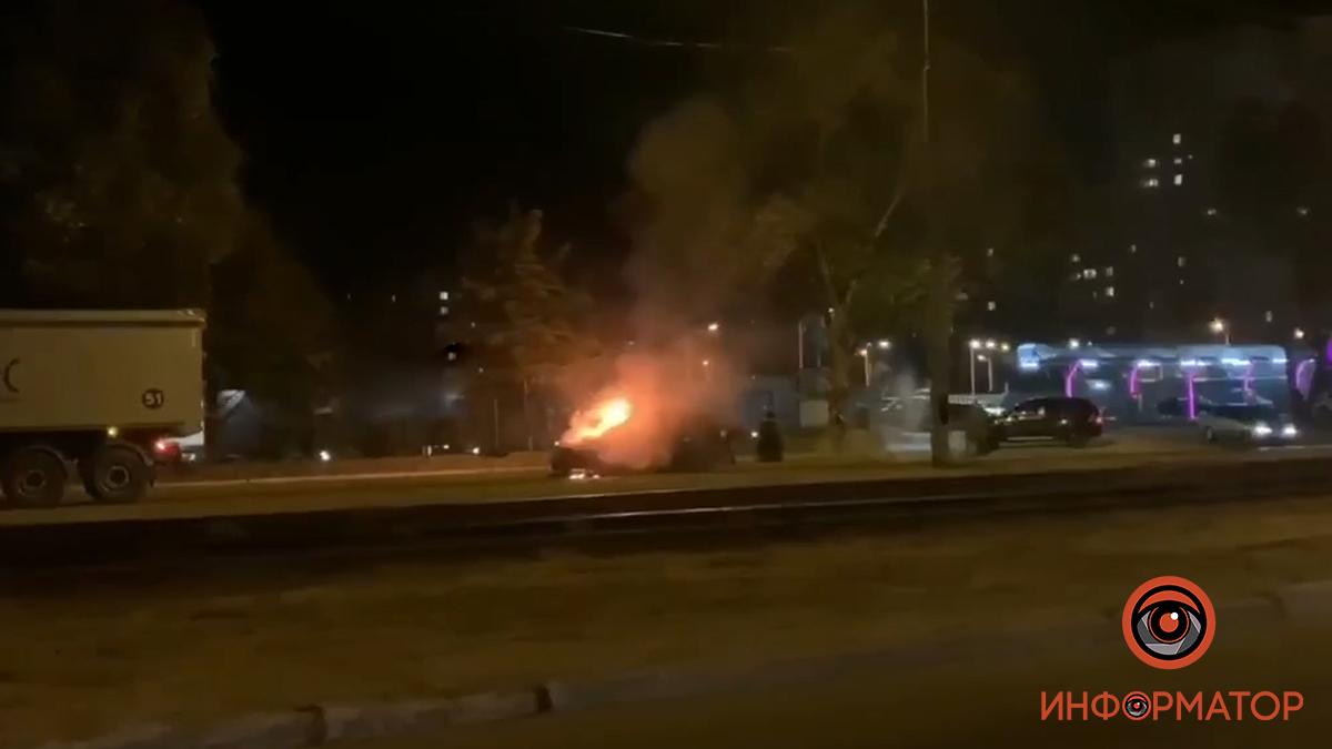В Днепре загорелось авто