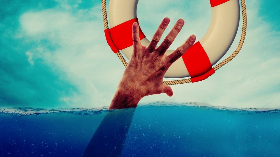 Парень прыгнул с моста в ледяную воду. Новости Днепра
