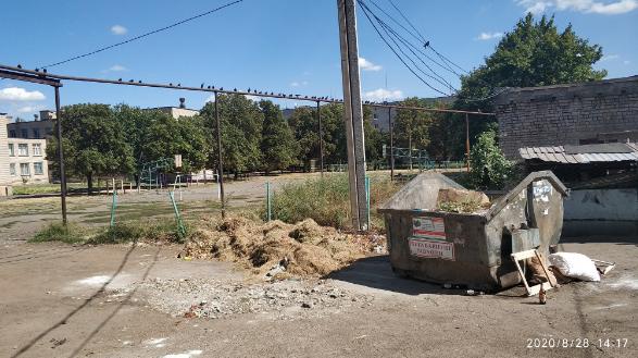 У школы отбирают мусорный бак. Новости Днепра