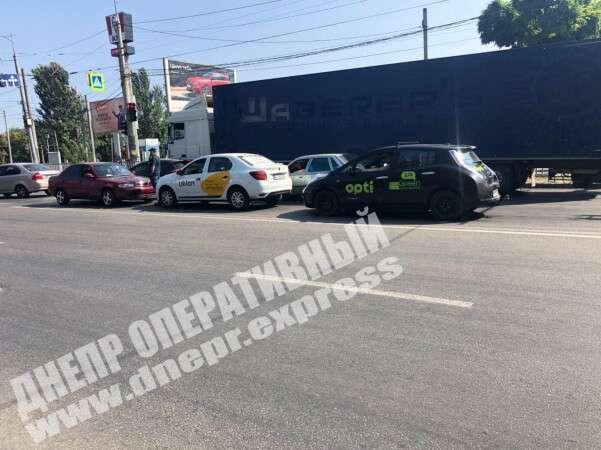 В Днепре столкнулись два автомобиля. Новости Днепра