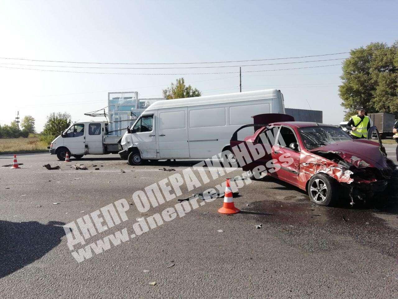 В Днепре столкнулись три автомобиля. Новости Днепра
