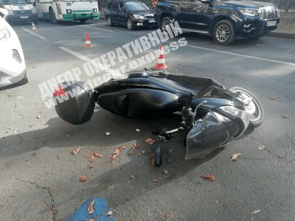 В регионе скутер влетел в дверь машины. Новости Днепра