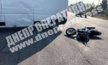 Видео момента ДТП: в Днепре мотоциклист на скорости влетел в микроавтобус