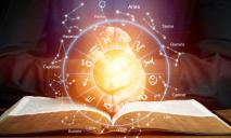 Весам стоит обратить внимание на знаки: гороскоп на сегодня