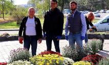 В Днепре активисты ОПЗЖ превратили заброшенный фонтан в клумбу