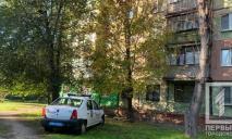 Был слышен громкий хлопок: женщина выпала из окна многоэтажки