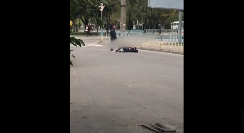 Мужчина бросался под колеса. Новости Днепра