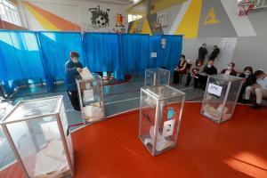 Названы самые частые нарушения противоэпидемических норм на выборах. Новости Украины