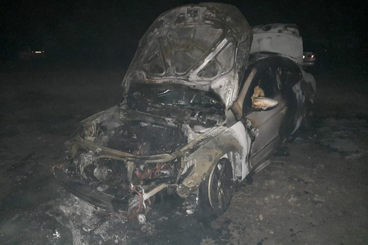 На стоянке по неизвестным причинам сгорел автомобиль. Новости Днепра