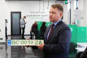 Сервисные центры Министерства внутренних дел Украины начали выдавать «зеленые» номера для электрических автомобилей. Новости Украины