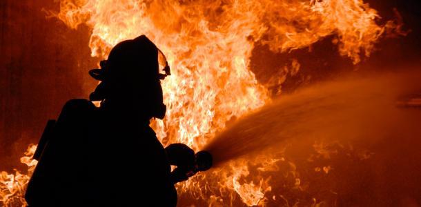 Дом охватило огнем: спасатели обнаружили тело женщины