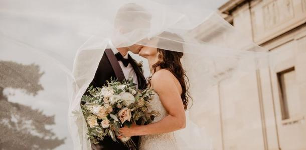 Пандемия не помеха: в Украине больше женятся, чем разводятся