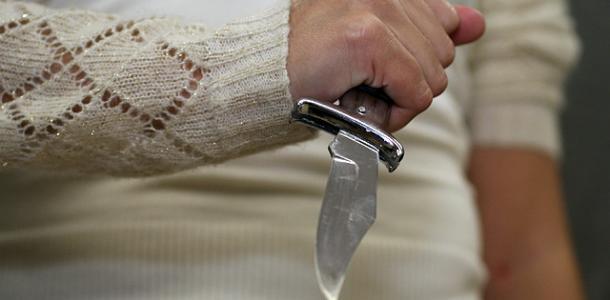 Семейные разборки: женщина пырнула ножом своего сожителя