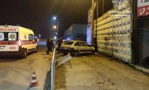 Авто влетело в столб, есть пострадавшие: видео момента ДТП в Днепре