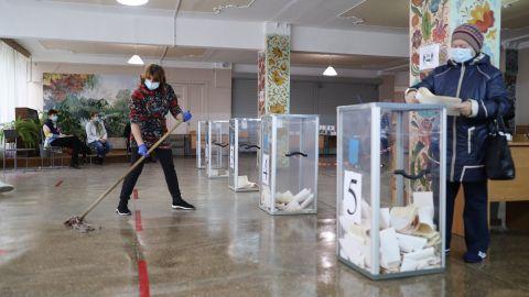 Мужчина бросался бюллетенями и ручками на избирательном участке: что случилось