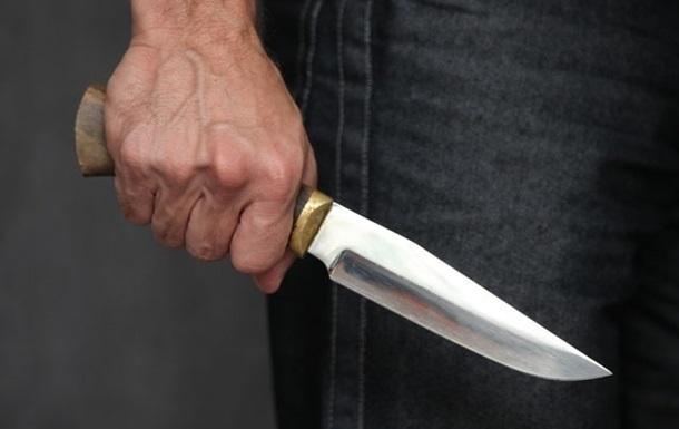 Мужчина зверски расправился с посетителями кафе. Он стал наносить им множественные ножевые ранения. Один из пострадавших, несмотря на все усилия врачей, умер. Новости Днепра