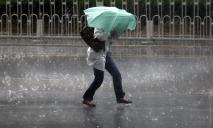 Днепр заливает дождем: опубликовано видео