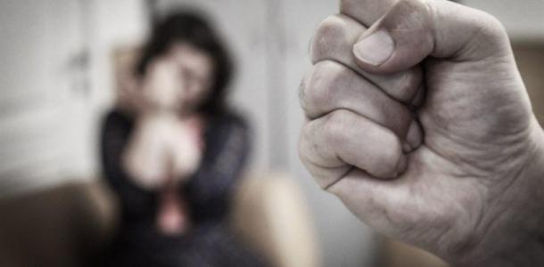 Мужчина избивал жену и бросался на полицейского с ножом, как «разбирались» с дебоширом