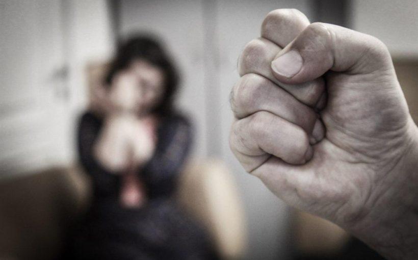 Мужчина угрожал полицейскому ножом, а перед этим избил жену. Новости Днепра
