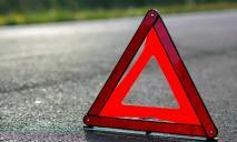В Днепре автомобиль сбил девушку: видео момента ДТП