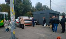 ДТП в Днепре: от удара автомобиль вылетел на тротуар и сбил пешеходов