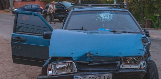 ДТП в Днепре: от удара машина влетела в забор дома, есть пострадавший
