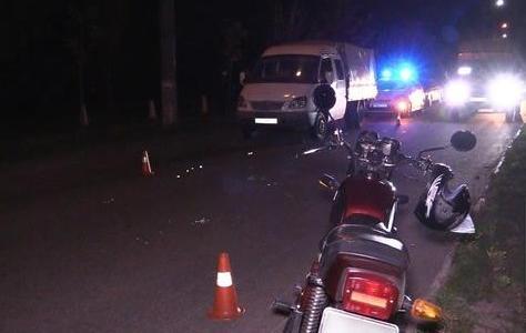 Серьезное ДТП: мотоцикл врезался в грузовик, пострадавшего госпитализировали