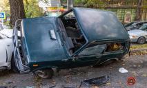 От удара автомобили отбросило на тротуар: подробности ДТП в Днепре