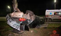 В Днепре автомобиль вылетел на обочину и перевернулся: подробности