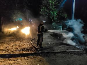 Пламя повредило моторный отсек транспортного средства. Общая площадь возгорания составила 1 метр квадратный. Новости Днепра