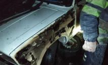 Вспыхнул припаркованный автомобиль, пожар тушили спасатели