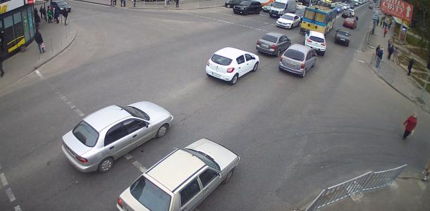 В Днепре из-за ДТП образовалась пробка: видео момента