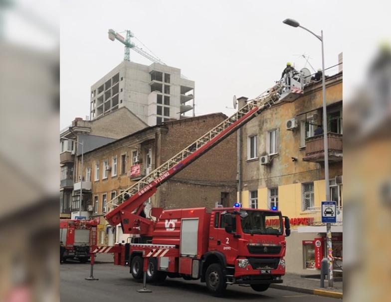 Мужчина пошел на крышу, чтобы починить антенну, его ударило током. Новости Днепра