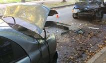 Автомобиль влетел в припаркованную машину, есть пострадавший