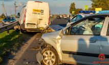 ДТП с двумя авто в Днепре: пострадавших забрала скорая