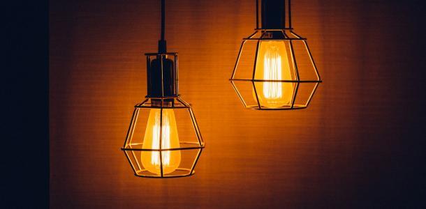 Зарядите смартфон: отключение света в Днепре на 27 октября