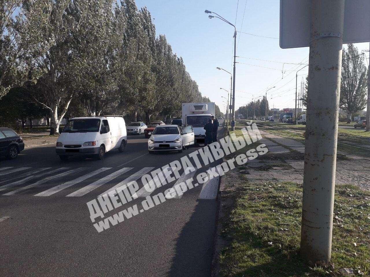 ДТП в Днепре с грузовиком и легковушкой. Новости Днепра