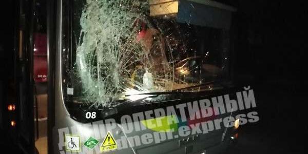 Серьезное ДТП в Днепре: автобус сбил мужчину, его забрала скорая