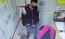 В Днепре мужчина украл телефон, документы и деньги из подсобки магазина: что известно