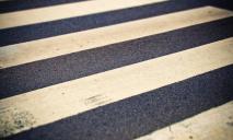 На переходе: автомобиль сбил мужчину, пострадавшего забрала скорая