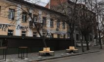 В центре Днепра установили уникальные скамейки