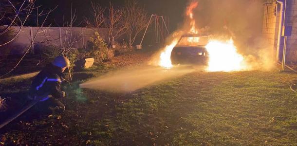 «Восстановлению не подлежит»: огонь уничтожил автомобиль