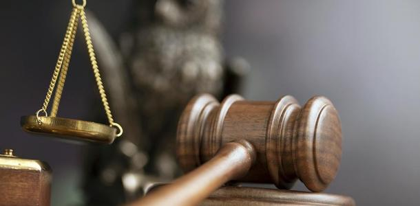 В Днепре мужчина заявился в суд с оружием