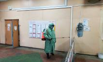 Специалисты в защитных костюмах провели дезинфекцию и обратились к жителям области