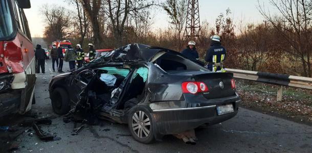 Мужчина погиб в масштабной аварии в Кривом Роге, остальных пострадавших спасают медики