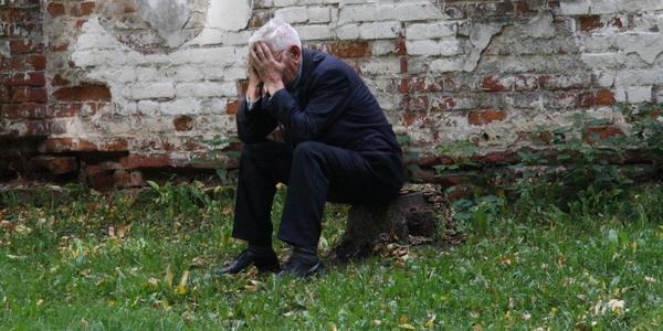 «Хотел отобрать квартиру»: в Днепре будут судить адвоката, который выгнал на улицу 79-летнего старика и его сына