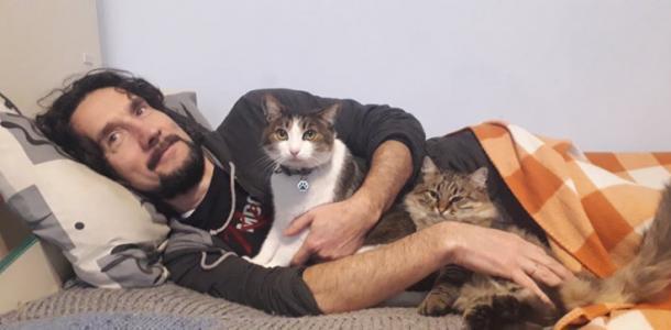 Коты как смысл жизни: в Днепре спортсмен посвятил победу своим любимцам